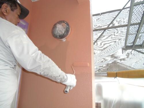 厚膜に仕上げる外壁上塗り