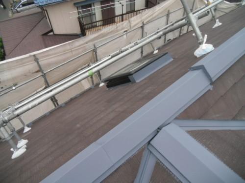 屋根鉄部の下塗り後