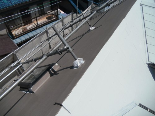 屋根断熱上塗り1回目